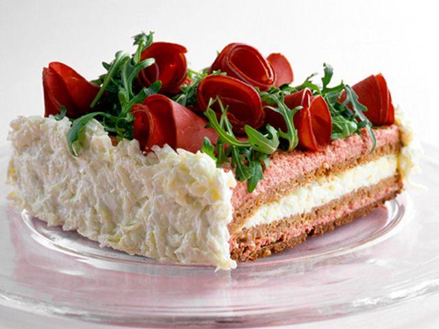 Smörgåstårta med leverpastej och rökt kött (kock recept.nu)