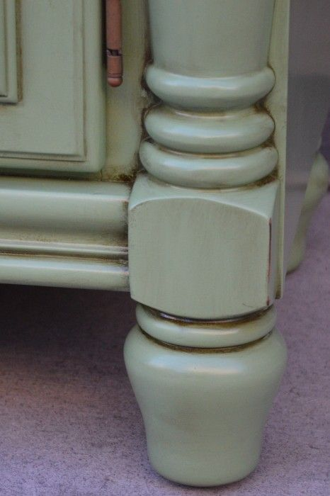 Using Minwax dark walnut stain to age painted furniture. Creating a farmhouse look on painted and distressed furniture.