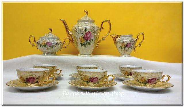 Πορσελάνινο σερβίτσιο μεγέθους Ελληνικού καφέ από την δεκαετία του 1960's. Πιθανόν Ιαπωνικής προέλευσης, είναι σε άριστη κατάσταση.   Από καλής ποιότητας λεπτή πορσελάνη. Με πολύ ωραίο διάκοσμο λουλουδιών και χρυσές λεπτομέρειες. Είναι ιριδίζων!