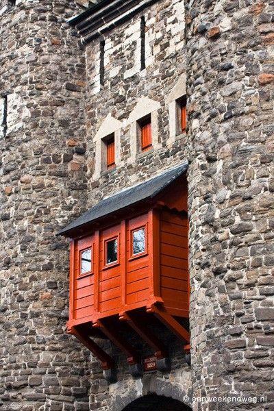 De Pater Vinktoren in Maastricht maakt deel uit van de tweede omwalling. De Pater Vinktoren is gebouwd tussen 1370 en 1380. De toren is daarna in verval geraakt en werd in 1906 gerestaureerd.