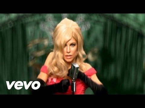 min 0:51 abrigo pluma, movimiento Fergie - Clumsy - YouTube