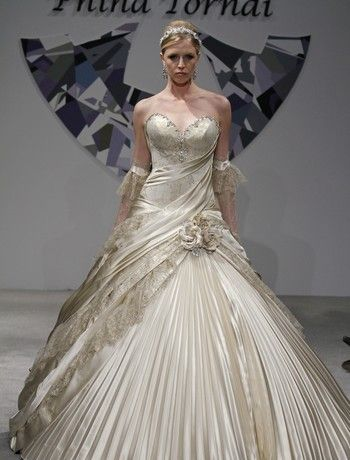 sweeping lines on this wedding dress