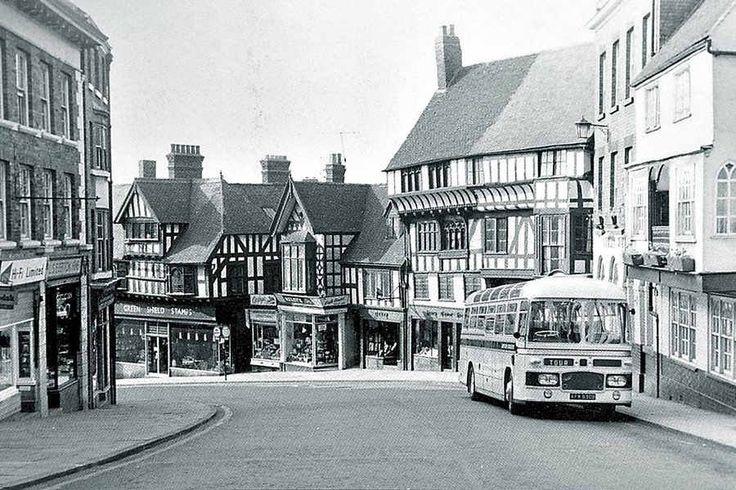 Vintage bus on Wyle Cop, Shrewsbury, Shropshire