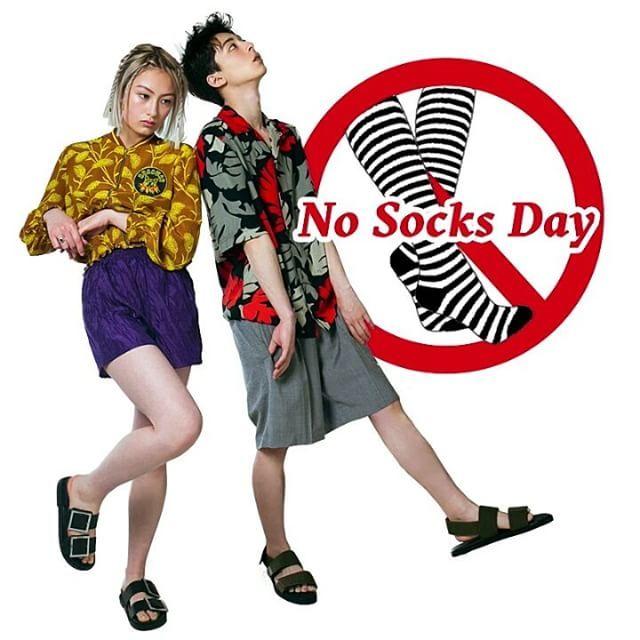 5月8日は素足の日素足が気持ち良い季節がやってきた 今日は靴下を脱ぎ捨ててお出掛けにはサンダルをチョイス 初夏のあたたかい風を頭からつま先まで全身で感じて http://www.nylon.jp/365 model: @mahirotakasugi_ @ayumiturnbull makeup: @maccosmetics #365anniversary #fashion #makeup #beauty #style #高杉真宙 #今日は何の日 #NoSocksDay #nylonjapan #nylonjp #caelumjp  via NYLON JAPAN MAGAZINE OFFICIAL INSTAGRAM - Celebrity  Fashion  Haute Couture  Advertising  Culture  Beauty  Editorial Photography  Magazine Covers  Supermodels  Runway Models