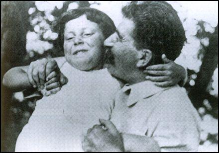 Joseph Stalin with his daughter Svetlana   http://spartacus-educational.com/RUSstalin.htm