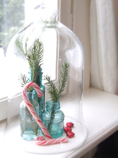 beautiful, simple Christmas décor-something like this for coffee table/kids