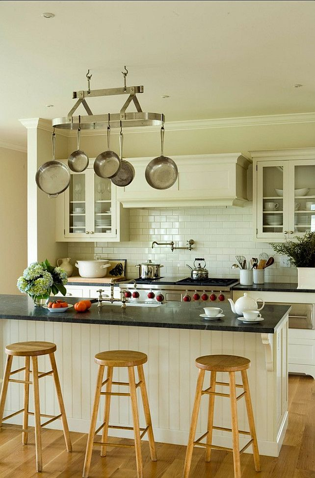 Wall paint color bone white pm 30 by benjamin moore for Benjamin moore linen white kitchen cabinets