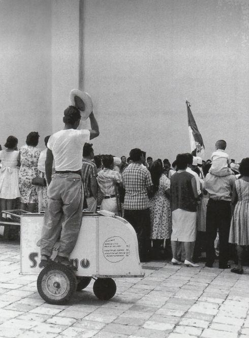 """«El patriota» Enrique Segarra """"El grabador de luz"""", Veracruz, México. 1970."""