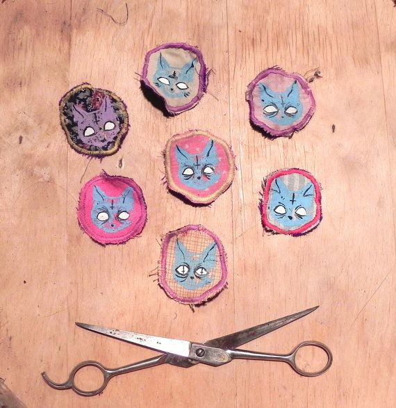 These cat badges are hand printed and painted on recycled materials. Machine sewn to felt or cotton backing. *Fabric options very, if you have a