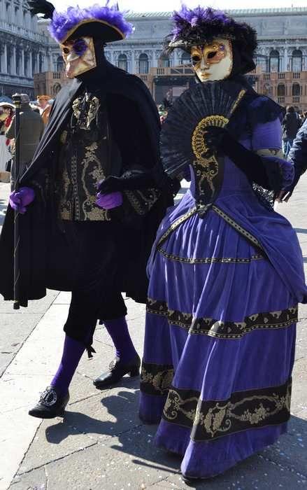 foto.carnevale.coppia.mascherata