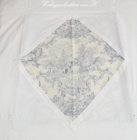 So läßt sich's himmlisch schlafen.    Diese wunderschöne, alte Bettwäsche, auch Cuvert genannt, besteht aus 2 Bezügen. Sie hat einen mittigen Aussc...