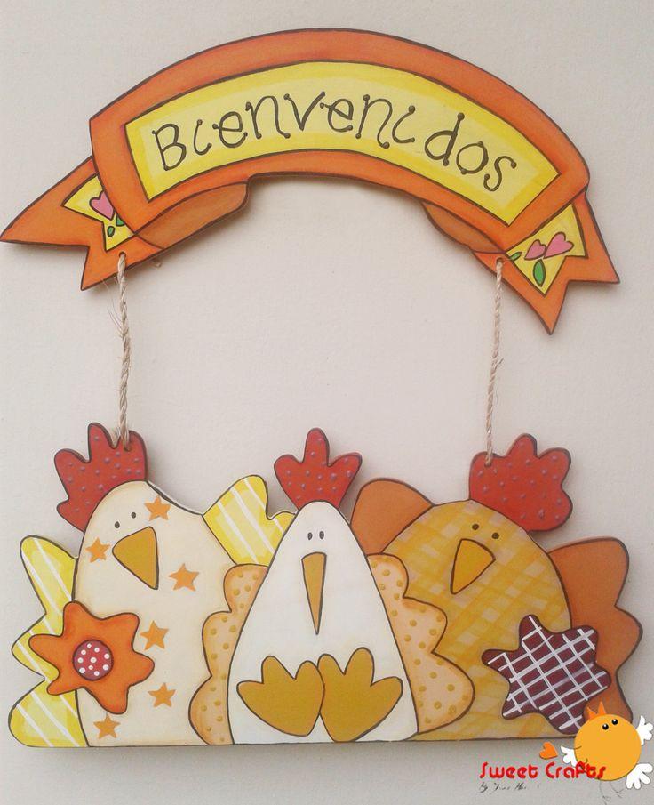 Letrero (placa) Welcome gato en jardín La puerta de tu hogar tendrá un toque muy colorido con este lindo letrero con un gatito en el jardín. Adquiere el tuyo en Sweet Crafts y da la Bienvenida a tus invitados. #hen #ILoveSweetCrafts Técnica: Acrílico sobre MDF