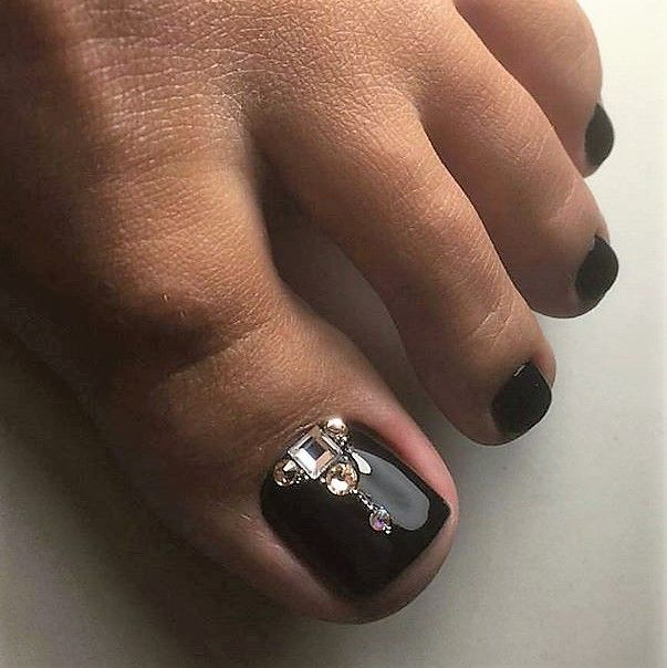 Black-Rhinestones Toe Nail art