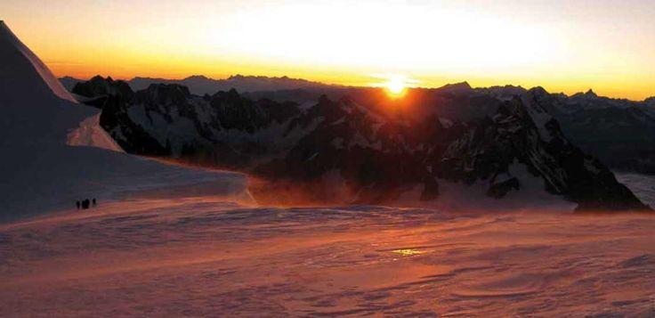 Gut vorbereitet auf den Mont Blanc! Die Infos zum Traumziel gibt es hier http://www.amical-alpin.com/sommer/touren-wanderungen/mont-blanc-gran-paradiso/