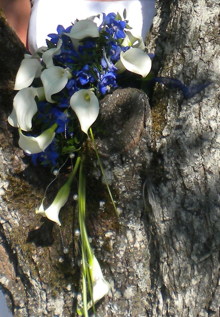 Wunderschöner Brautstrauß, Thema Calla und blauer www.trau-dich.at Hochzeitsplaner   – Hochzeitszeitung