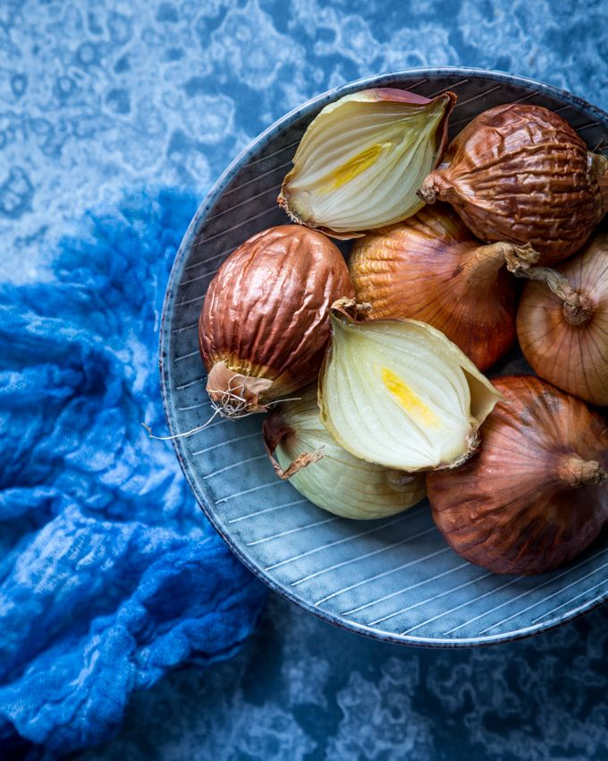 Onions in oven. http://www.jotainmaukasta.fi/2017/04/03/ylikypsat-uunisipulit/
