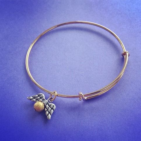 Golden Snitch Charm Quidditch Seeker Bracelet Alex & Ani Style Harry Potter Inspired Handmade SHIPS FROM USA You will receive one handmade bracelet with a golden snitch charm. Bracelet is in a style similar to Alex & Ani, so it is adjustable. Would make a neat gift for any Potter fan! Thank you