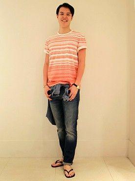 GapJapan_Men│GAPのデニムパンツコーディネート 【フラッグシップ銀座スタッフ注目コーデ】 夏の日差しに映える爽やかなオレンジTシャツを主役に、鉄板のデニムと合わせたカジュアルコーデ。腰巻きしたシャツでこなれ感をプラス。 シャツ (Color:ブルー/¥3,900/ID:516341/着用サイズ:S) Tシャツ (Color:オレンジストライプ/¥3,900/ID:421549/着用サイズ:S) スリムフィットジーンズ (Color:ミディアムインディゴ/¥9,900/ID:981874/着用サイズ:30x30) その他:参考商品 スタッフ身長:184cm ■フラッグシップ銀座 http://loco.yahoo.co.jp/place/g-BfhjYGGE7Eo/ ■オンラインストアはこちら http://www.gap.co.jp/browse/division.do?cid=5063 ■GapストアスタッフコーデをWEARで見る(Men) http://wear.jp/gapjapanmen/