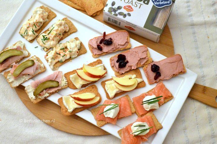 Wij Nederlanders zijn dol op borrellen! En dan mag een Hollandse borrelplank met toastjes van Melba natuurlijk ook niet ontbreken op tafel.