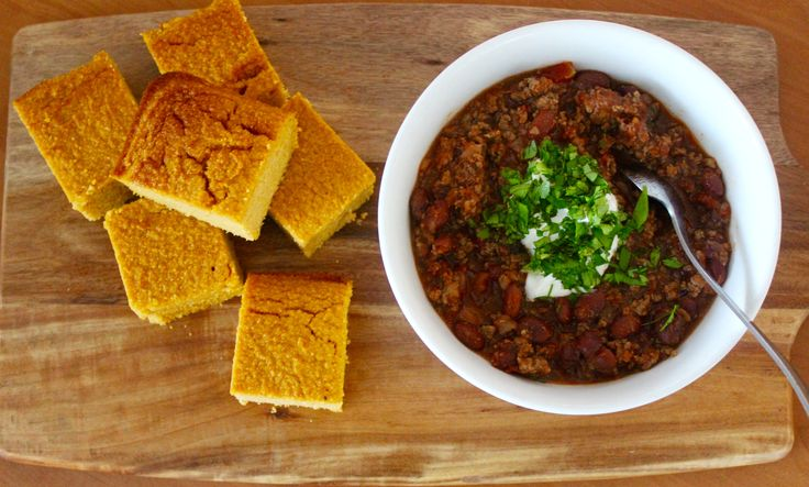Slow cooker Chilli Con Carne with Sweet Potato Cornbread (gluten free). Simple cooking, hearty winter eating. www.cookfasteatslow.com