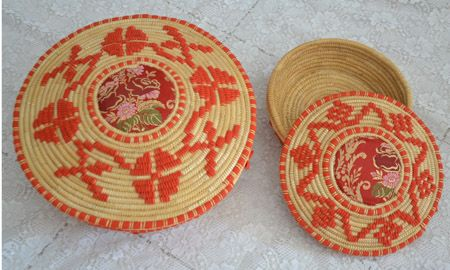 """Basket with lid """"corbula"""", in straw and rush"""
