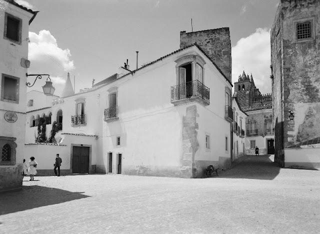 1959 ant. - Casa Soure, no Largo da Porta de Moura