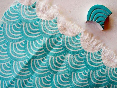 Sello de caucho con forma de ola estampado sobre tela