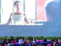 Perakendede açık hava sineması rüzgarı