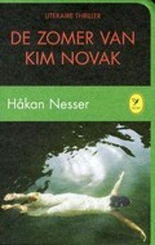 Tijdens de vakantie van twee 14-jarige jongens wordt een (onopgeloste) moord gepleegd op de verloofde van een jonge vrouw die sprekend op de Amerikaanse filmster Kim Novak lijkt; vijfentwintig jaar later stuit een van de jongens op een intrigerend krantenbericht.