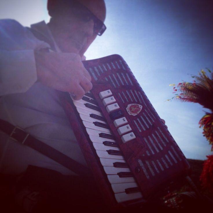 Musica che unisce e rafforza i popoli, a Partinico attraverso i suoni della musica popolare e alla tradizione della sua storia, si e' trascorsa una giornata all'insegna della valorizzazione di queste terre e di quello che rappresentano.