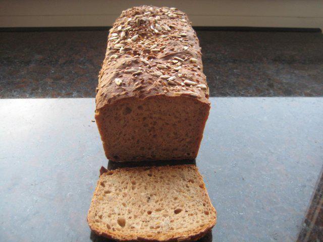 Das perfekte Emmer Brot-Rezept mit Bild und einfacher Schritt-für-Schritt-Anleitung: Mehl, Hefe; Salz und Milch-Wasser gut kneten je nach Mehl kann die…
