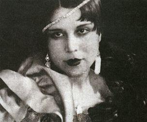 Semiha Berksoy, Türkiye'nin ilk profesyonel müslüman kadın opera sanatçısıdır.