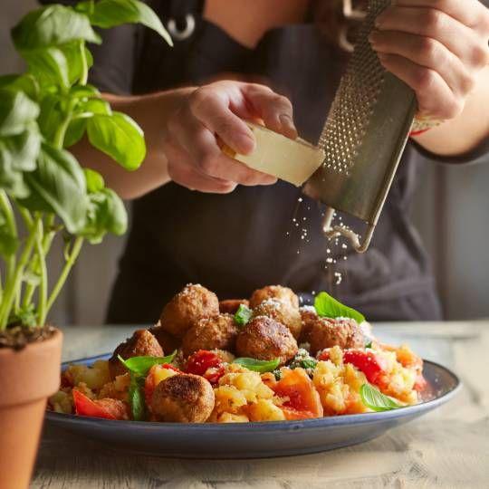Italiaanse tomatenstamppot met oven-gehaktballetjes