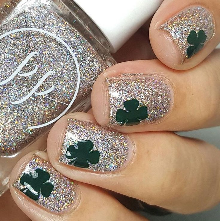 Party ready St. Patrick's Day Shamrock manicure by @lalalovenailart! Jessica is using our Four Leaf Clover Nail Decals to create this look. Find them at snailvinyls.com
