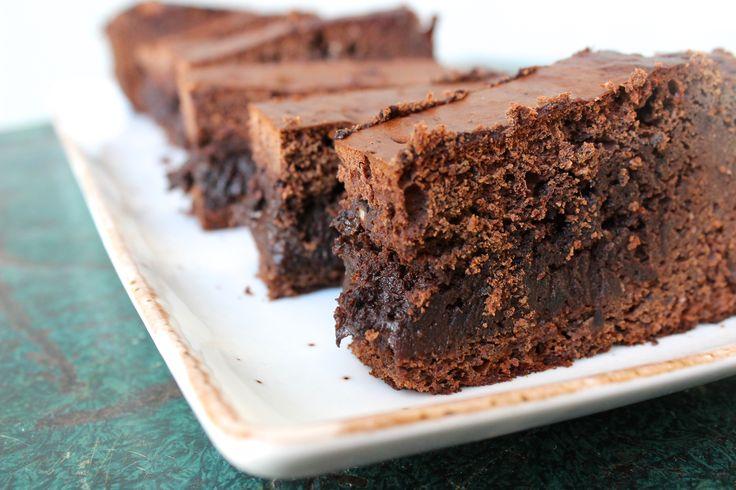 Een heerlijke zwarte bonen brownie met maar 101 calorieën per (groot) stuk. Ja, echt! En no worries, je proeft de bonen dus écht niet!