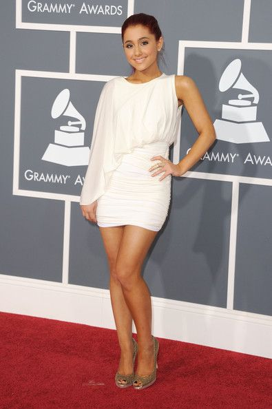 Ariana Grande Photos - Ariana Grande arrives at The 53rd Annual GRAMMY Awards held at Staples Center on February 13, 2011 in Los Angeles, California. - The 53rd Annual GRAMMY Awards - Arrivals