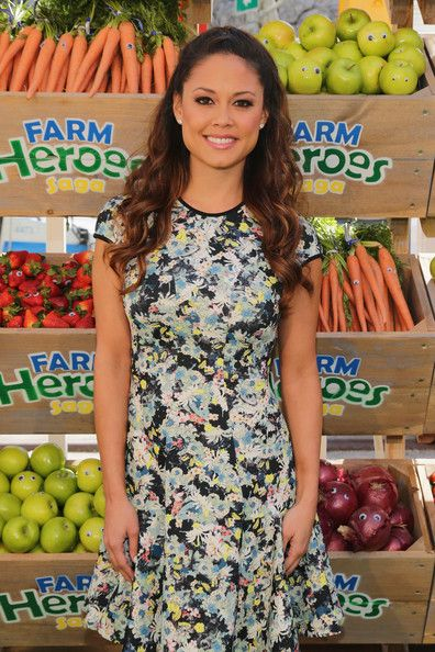 Vanessa Lachey hosts Kings #BeAFarmHero urban farming Pop-Up event at Flatiron Plaza on April 9, 2014 in New York City that celebrates the launch of the mobile game Farm Heroes Saga
