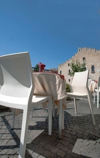Hoth chair by IBEBI in the picturesque city square of Portogruaro (Italy) #chair #chairs #citysquare #italy #ibebi