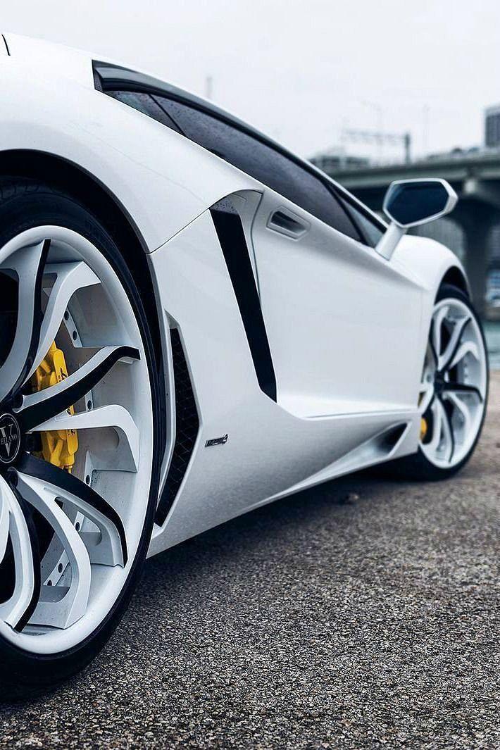 En Negro Se Ve Mejor El Lamborghini Aventador.