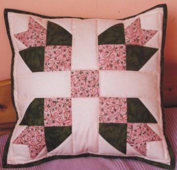 Patchworkový polštář Tudor rose 40 x 40 cm