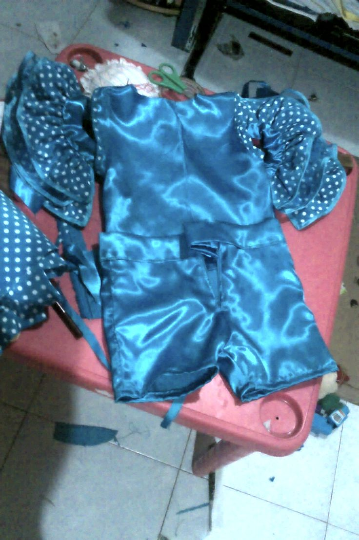 my baby's rumbera custom for hear first festival in the kinder garden, made at home by my wife.  El traje de rumbera de mi bebe para su festival del jardín de niños, hecho en casa por mi esposa