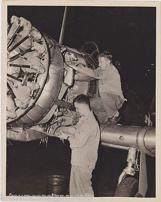 WWII MILITARY SERVICE MECHANICS VINTAGE PLANE HANGAR AVIATION SNAPSHOT PHOTOS