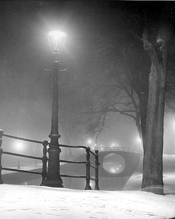 """ Winter in Amsterdam "" 1952. photo: Kees Scherer"