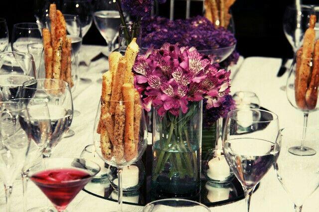 Decoracion flores moradas  #bodasdepacto #impactogourmet