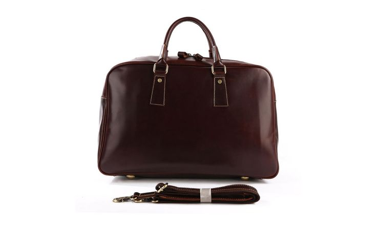 A travelling bag that can be used every day. The classic timeless look will suit both business and pleasure.