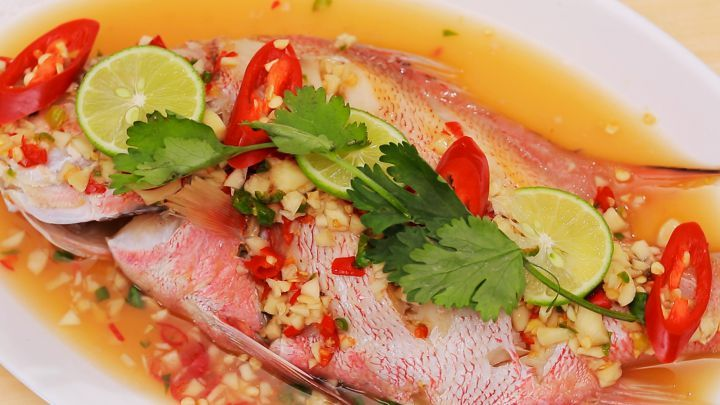 Fish in Hot and Sour Sauce - Plah Neung Manao ปลานึ่งมะนาว | Asian Food Channel