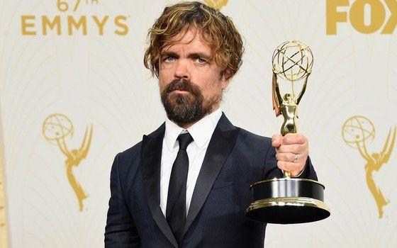 Peter Dinklage, ator de Game of Thrones, é premiado como melhor ator coadjuvante de série dramática no 67º Emmy Awards (Foto: Getty Images)
