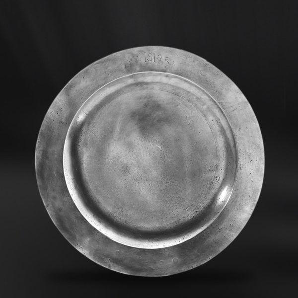 Pewter Plate - Diameter: 45 cm (17,7″) - Food Safe Product - #pewter #plate #dish #peltro #piatto #zinn #teller #zinnteller #étain #etain #assiette #plat #peltre #tinn #олово #оловянный #tableware #dinnerware #table #accessories #decor #design #bottega #peltro #GT #italian #handmade #made #italy #artisans #craftsmanship #craftsman #primitive