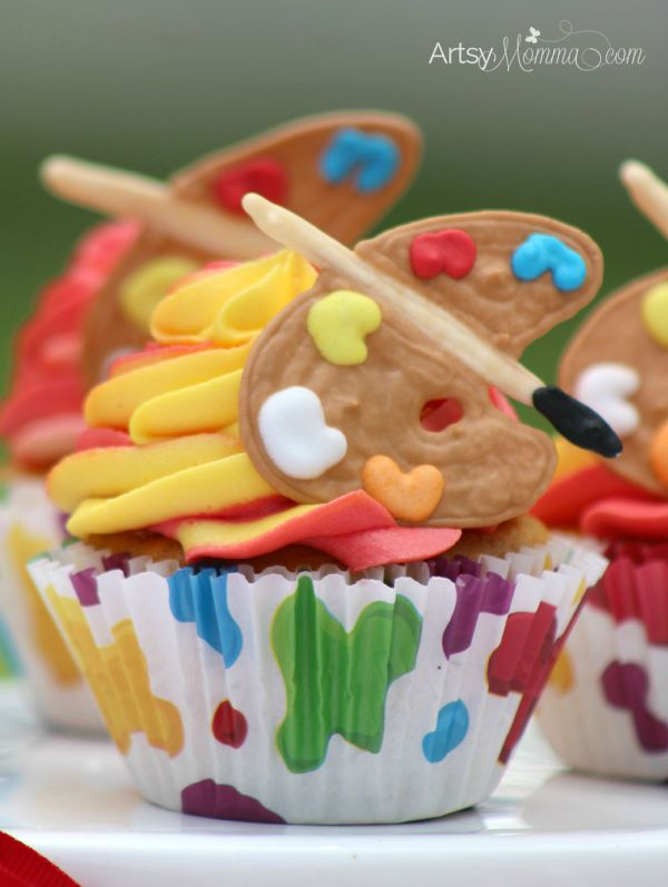 Paint Palette Cupcakes Tutorial for an Art Themed Birthday Party