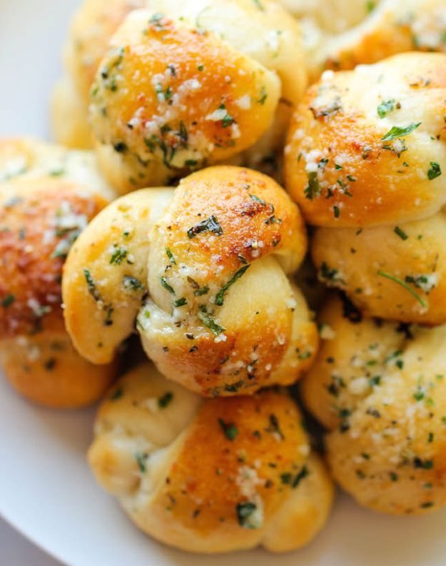 Garlic Parmesan Knots | 17 Thanksgiving Side Dishes For A Joyous Celebration | These Hearty and Really Delicious Recipes are a Must On Your Table This Holiday! Check it out at http://homemaderecipes.com/thanksgiving-side-dishes/